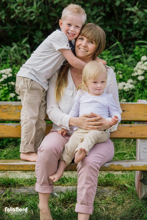 Familjefotografering vid Nydalasjön